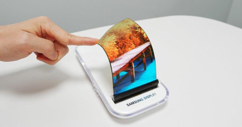 Smartphone con schermo OLED arrotolabile entro il 2017 — Samsung