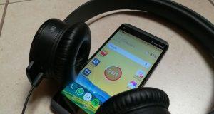 LG Q8 recensione