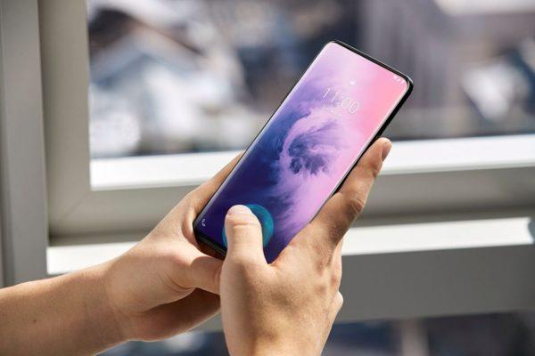 Sensori di impronte sotto display LCD